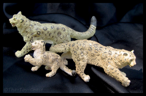 Safari Ltd. Vanishing Wild - Snow Leopard Family by The-Toy-Chest