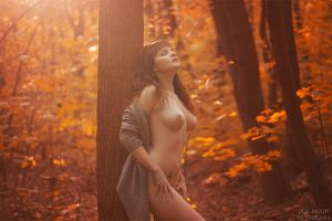 naked autumn by Juelej
