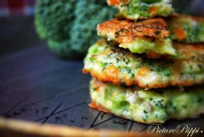 Broccoli fritters *omnomnom* by PicturePueppi