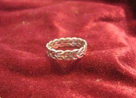 Intertwining Ring by Aranglinn