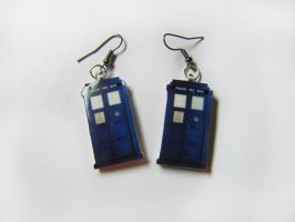 Earrings TARDIS by SasoriScorpion
