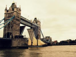tower bridge by chempres