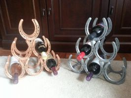 Horseshoe wine holders by RuckMetalArt