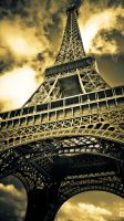 Eiffel tower by frozennightfall