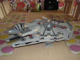 Millenium Falcon lego by chili19