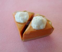 Pumpkin pie earrings by strawberrywafers
