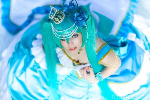Miku daughter of green by CamiCosplay