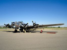 B-17 SENTIMENTAL  JOURNEY 2 by Pwesty