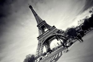la tour eiffel II by PaLiAnCHo