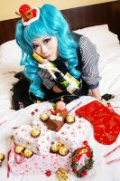 Vocaloid Miku- MERRY CHRISTMAS MY FRIENDS by mirafish
