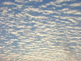 Streaks of clouds by anuhesut