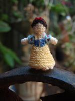 Micro Crochet Snow White by honouraryweasley
