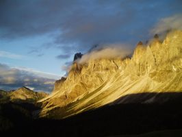 Sunset in the dolomites by StonyStoneIsStoned2