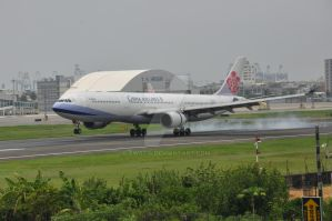 China Airline A330-300 RCKH by TW0314