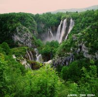 Plitvice lakes - Big Waterfall 3 by ivoturk
