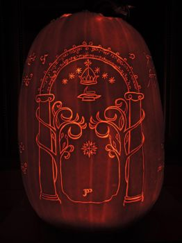 LOTR Pumpkin 2016! Side 4/4 by Lireal11
