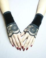 Gothic cuff set with lace by Estylissimo