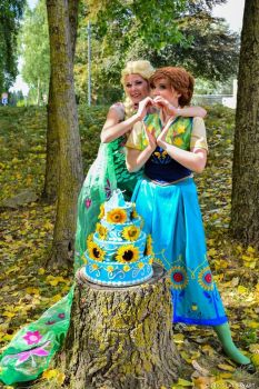 Frozen FEVER Cosplay Elsa Anna by JulysFactory