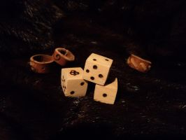 Wooden dice by LeTrefle