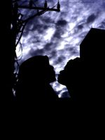 Kissing in Storm by njoelgraph