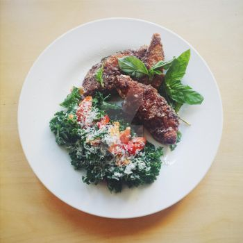 Basil fried Chicken with a Kale and berry salad by Minicoops