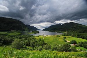 Glenfinnan Monument by Starwid