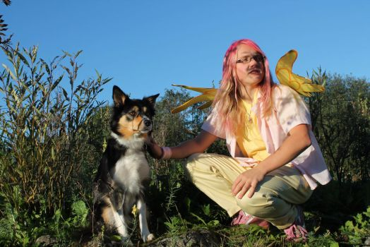 Friend with all the animals - Fluttershy cosplay by Drako1997