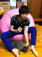 HeeChul and  his lovely cat by MiwakoMymy