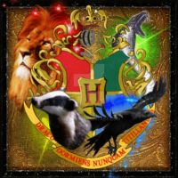 Hogwarts Crest by girlink