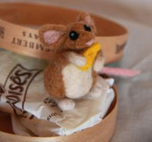 Cute mouse, side view. by Shoshannah84