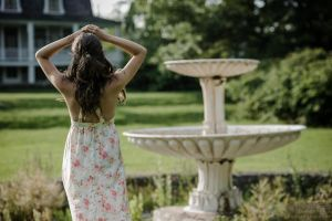Lady at the fountain by MrSchultz