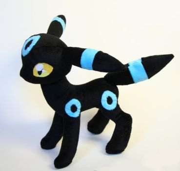 Shiny Umbreon plushie by Yukamina-Plushies