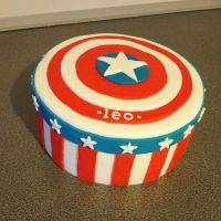 Captain America Cake by Pauwlyn