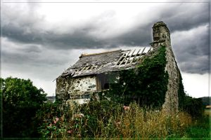A Welsh Ruin by scuroluce