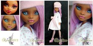 MH Clawdeen Wolf repaint #4 ~Angelina~ by RogueLively