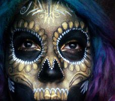 Golden sugarskull by ARTSIE-FARTSIE-PAINT
