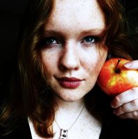 If Snow White was a Ginger... by Estel-eAist