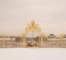 Portal of Versailles under snow by yuushi01