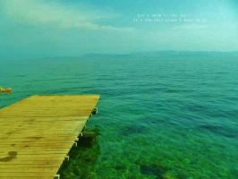 Under the sky and sea by Crofronnes