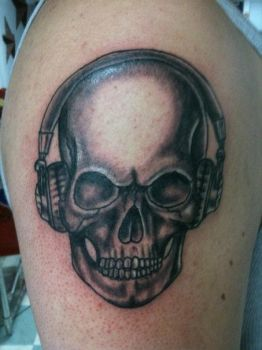 Skull with headphones tattoo by redsamuraidragon