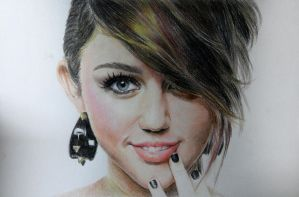 miley cyrus by Zombieyue