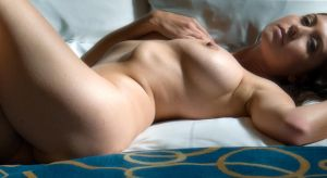 Soft torso by Manyroomsphotography
