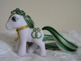 Custom my little pony Emerald Celtic knot 3 by thebluemaiden