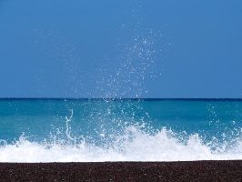 Crashing Wave on Pebbles by AkronadoreR