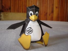 Tux Papercraft by ryo007