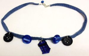 Doctor Who TARDIS necklace by Lovelyruthie