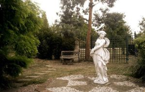 The Statue by WendyW