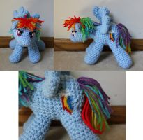 Rainbow Dash by Melyntenshi