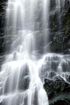 loknya waterfall by nsghtphotography