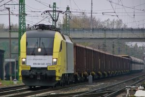 ES64U2 070 with goods train by morpheus880223